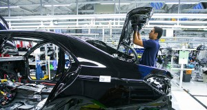 Mercedes: Production lines need more people, less robots