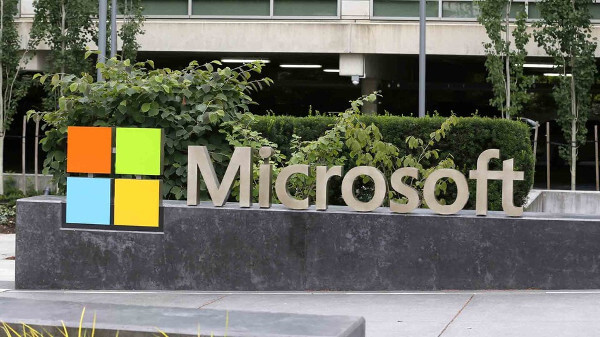Microsoft partners with Renault-Nissan