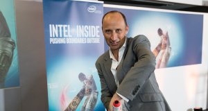 Intel IoT Enabled Curie bat
