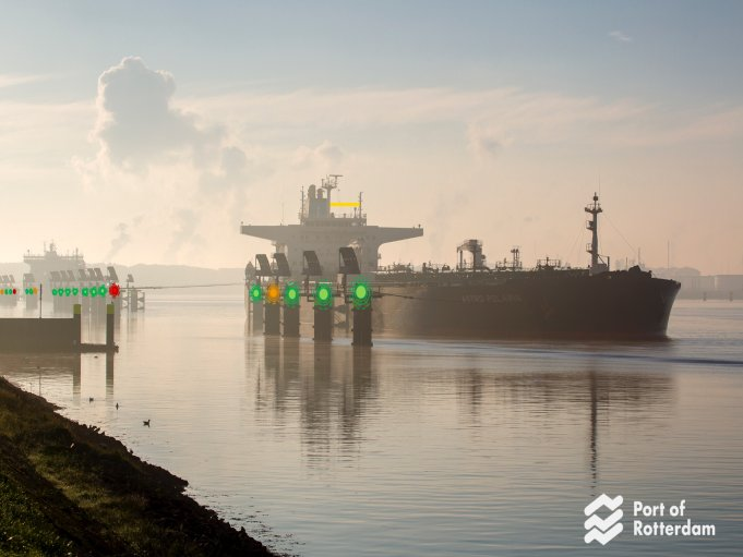port of rotterdam and IBM team up for smart, IoT-enabled port